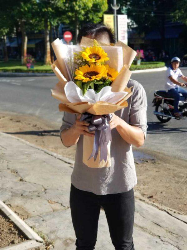 Bó hoa hướng dương giá rẻ mừng tốt nghiệp