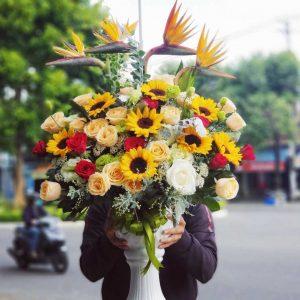 Bình gốm hoa tươi